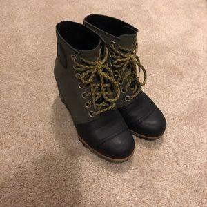 Sorel Waterproof Wedge Boots, sz 6.5 fit like 7